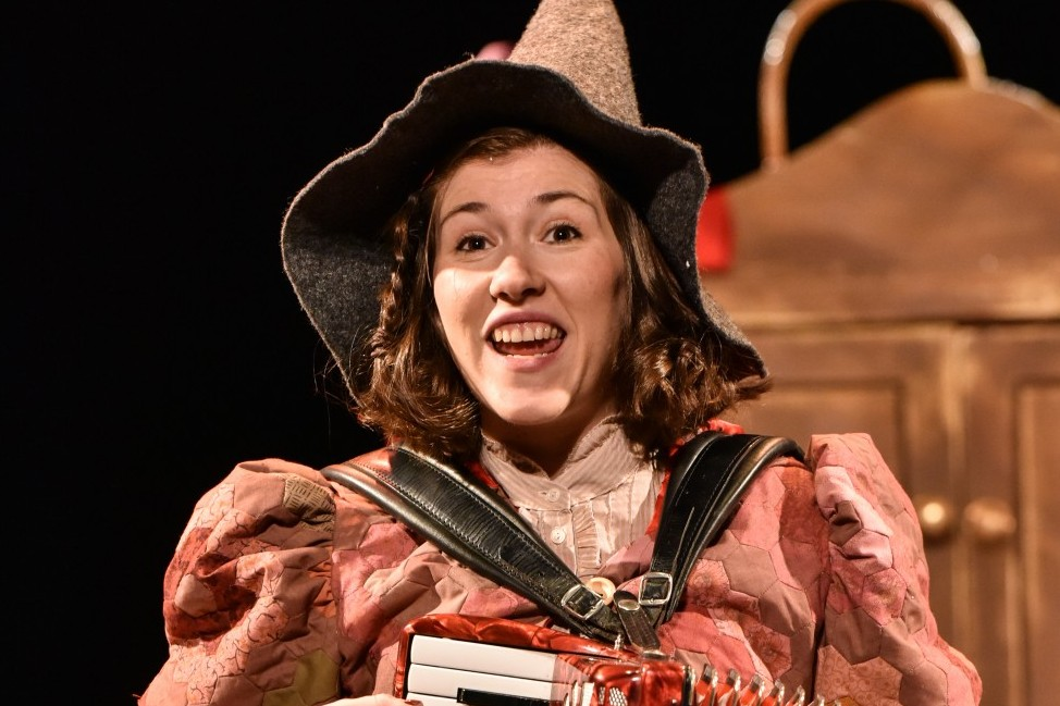 Little Red Riding Hood (A Hiccup Theatre and Derby Theatre production) Photo Robert Day